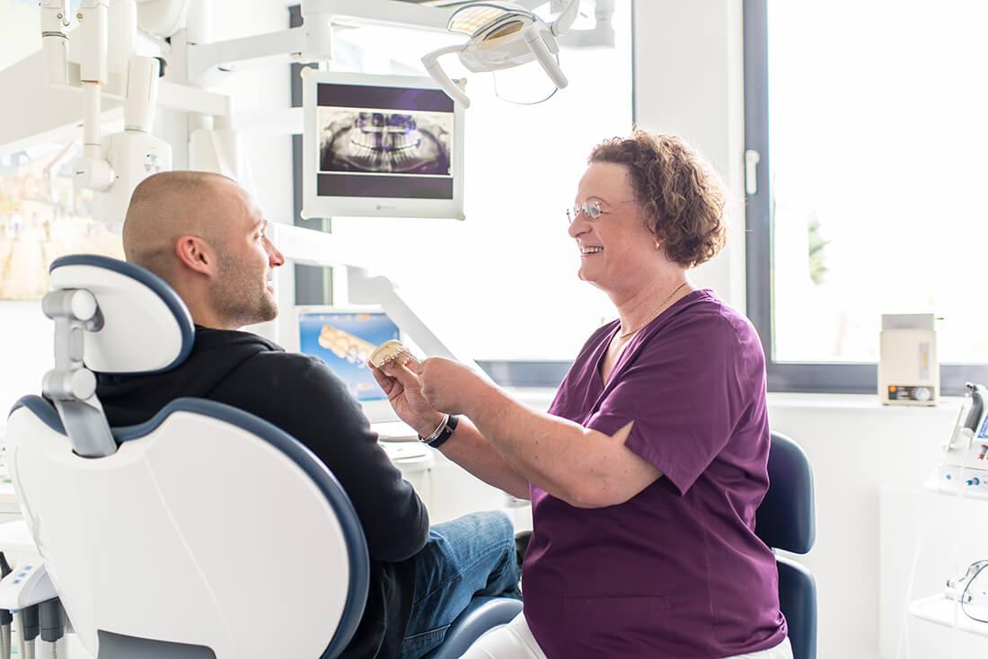 Zahnärztin Velbert - Dr. Freytag - Leistungen - Zahnersatz