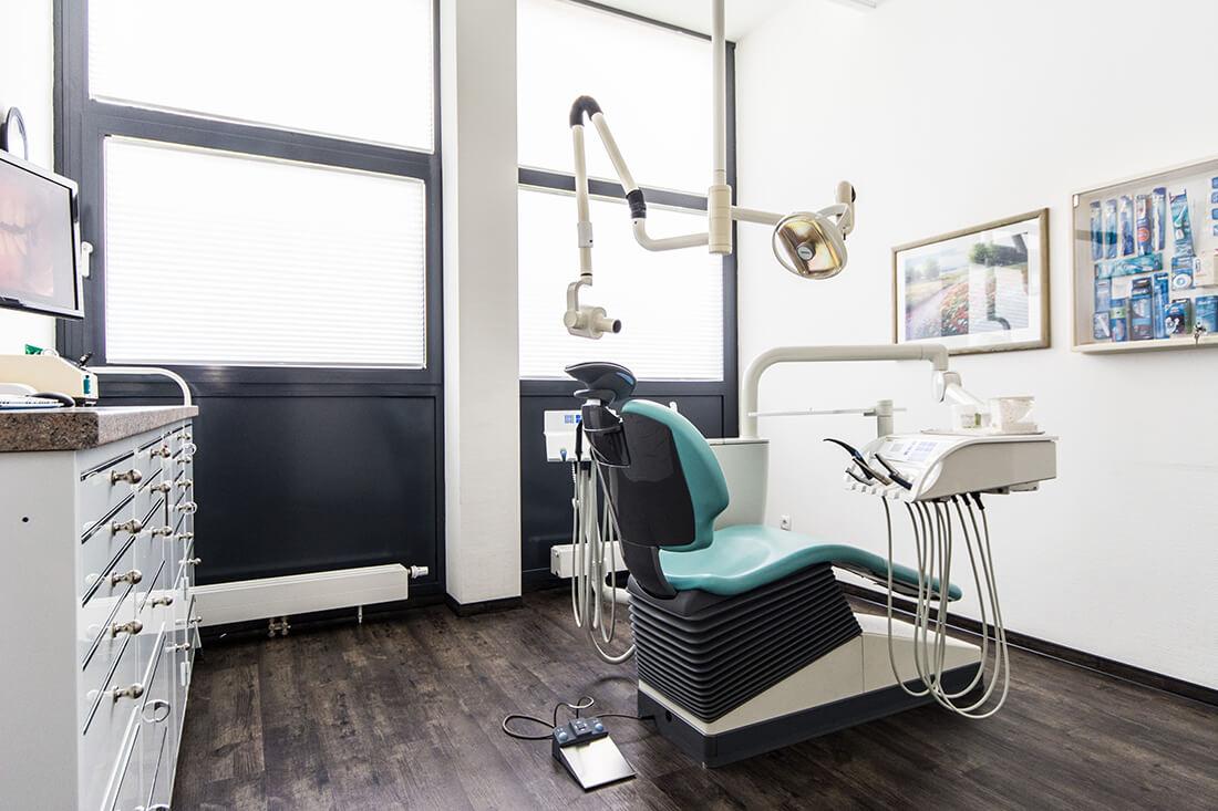 Zahnärztin Velbert - Dr. Freytag - ein Behandlungszimmer der Praxis